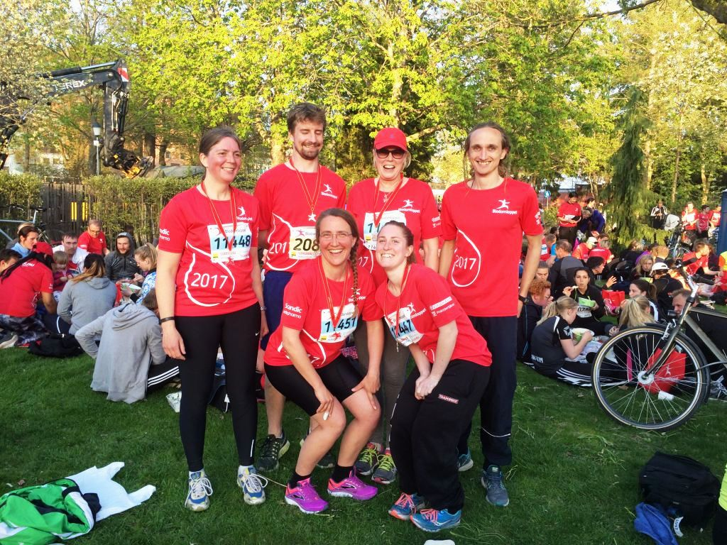 Löparna i Blodomloppet från WRS var (fr.v.): Ebba, Linus, Barbro, Hannes, Sofia och Tova.